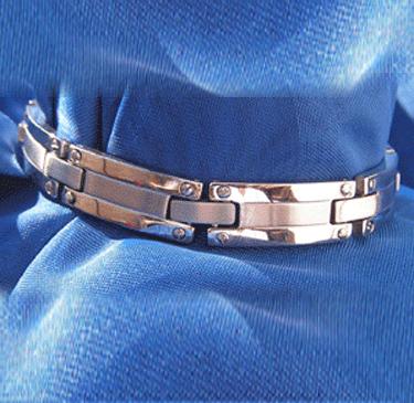 Markantes Edelstahl Armband teil mattiert